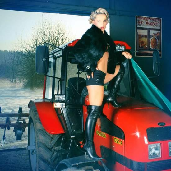 Мини трактор беларус девушка